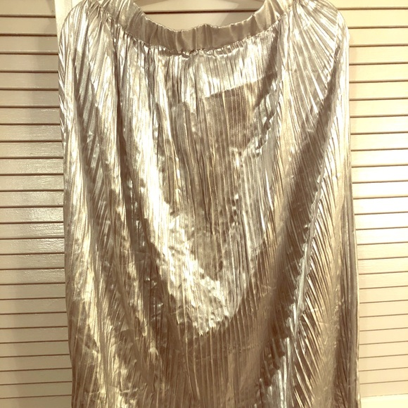 H&M Dresses & Skirts - Silver Pleated Skirt
